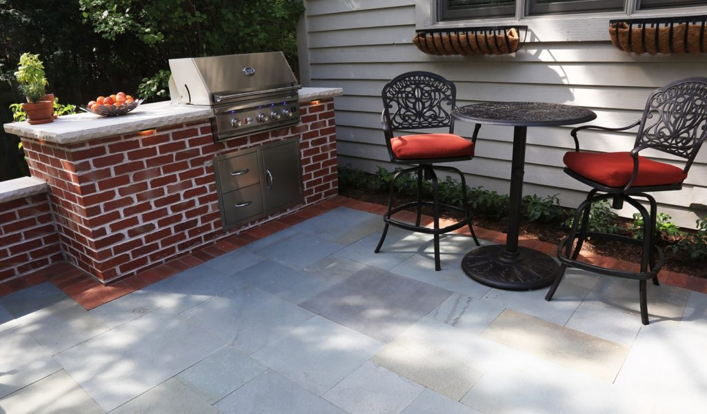 Grill Red Brick With Chairs